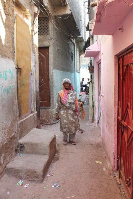 B alley woman.JPG